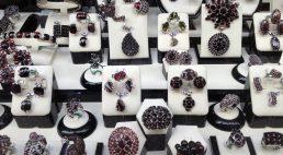 Jaką rolę pełni biżuteria?