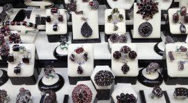 Zakup biżuterii na wakacjach